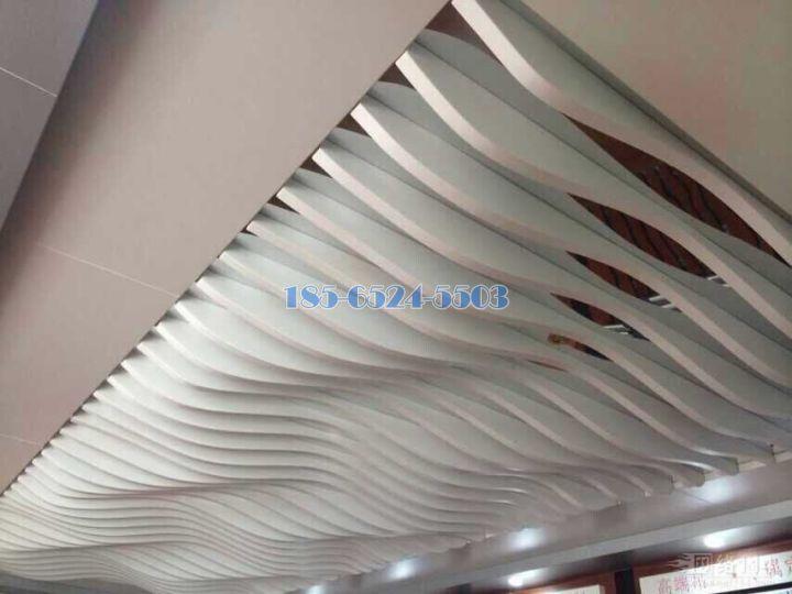 漸變波浪造形鋁方通吊頂
