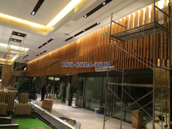 售楼部大厅造型木纹铝方通