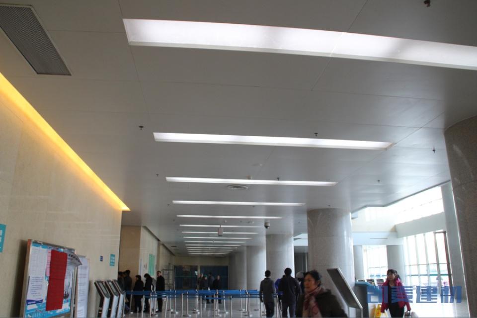 医院挂号大厅吊顶铝单板