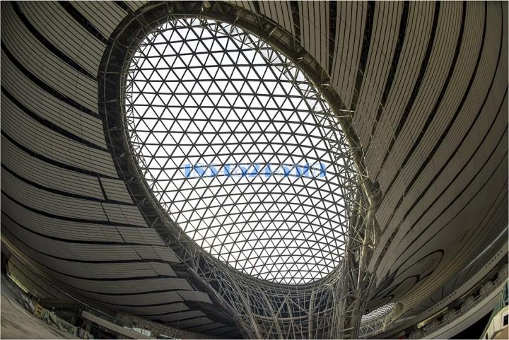 中區鵝蛋形玻璃天面和鋁單板骨架